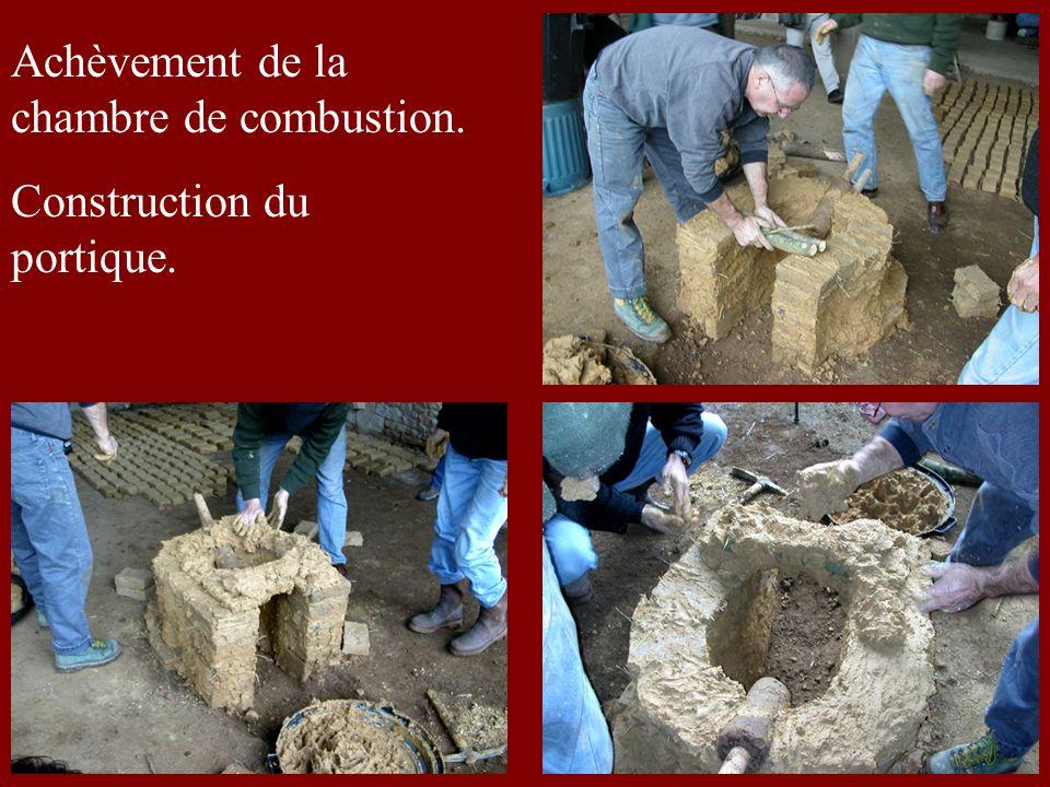 Achèvement de la chambre de combustion. Construction du portique.
