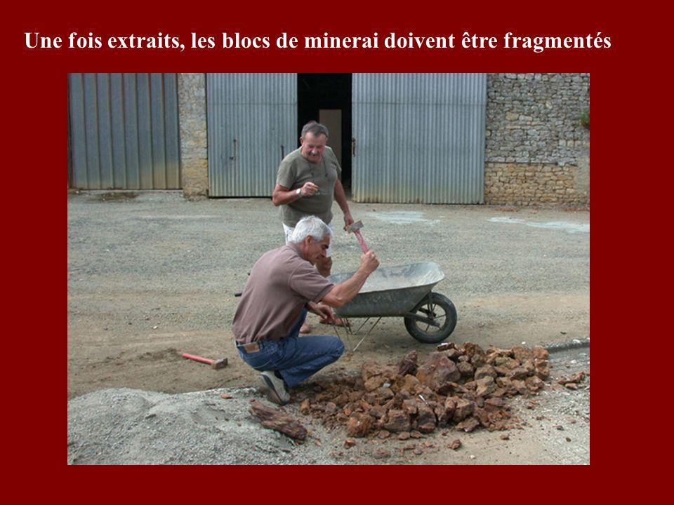 Une fois extraits, les blocs de minerai doivent être fragmentés