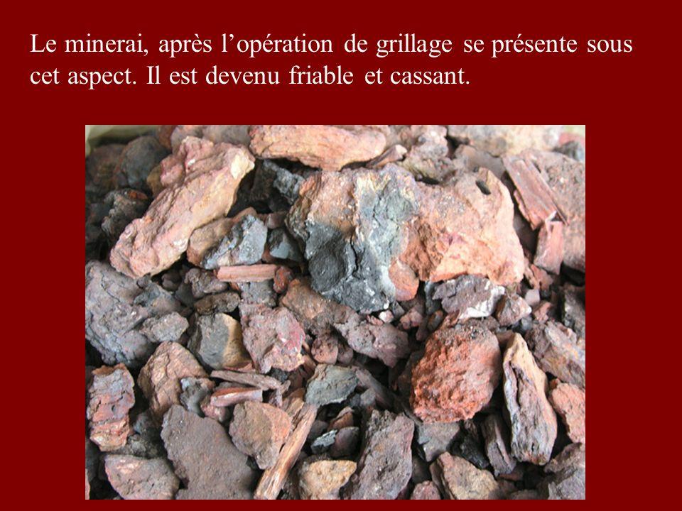 Le minerai, après lopération de grillage se présente sous cet aspect.