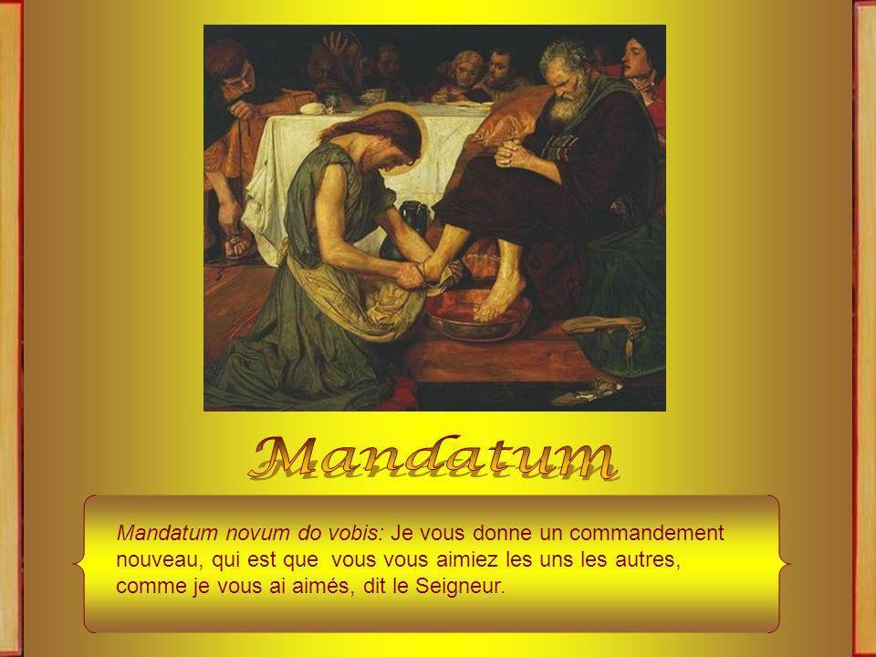 La cérémonie du lavement des pieds, qui est appelée le MANDATUM, à cause du premier mot de lAntienne que lon chante à cette fonction, commence par lecture de lÉvangile de la Messe du Jeudi Saint.
