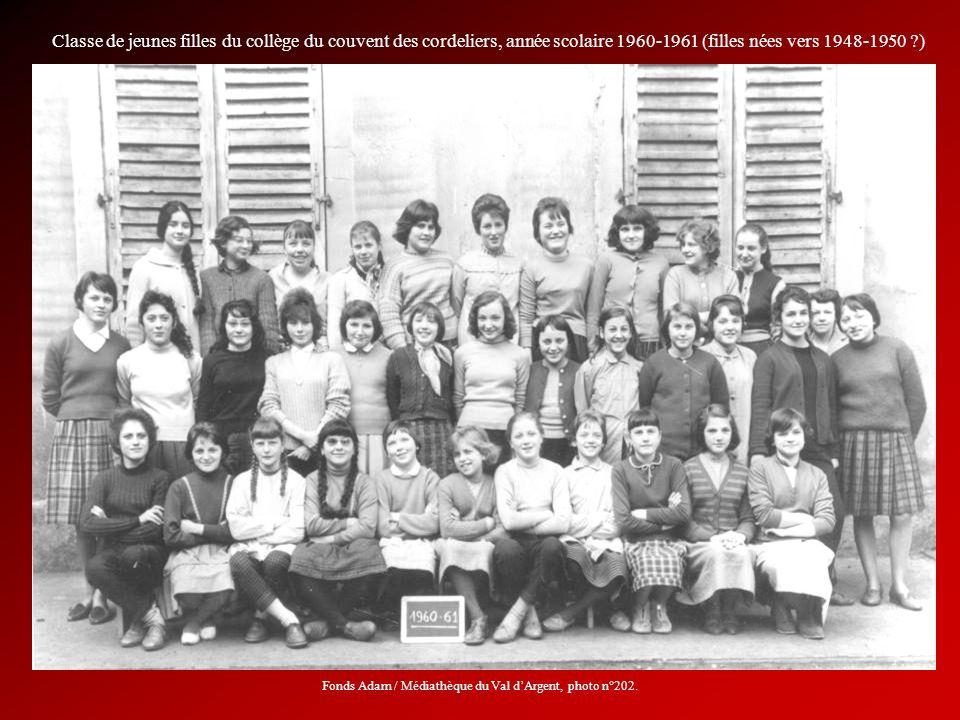 Classe de jeunes filles du collège du couvent des cordeliers, année scolaire 1960-1961 (filles nées vers 1948-1950 ?) Fonds Adam / Médiathèque du Val