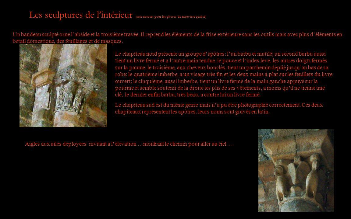 Les sculptures de lintérieur (mes excuses pour les photos de mauvaise qualité) Un bandeau sculpté orne labside et la troisième travée. Il reprend les