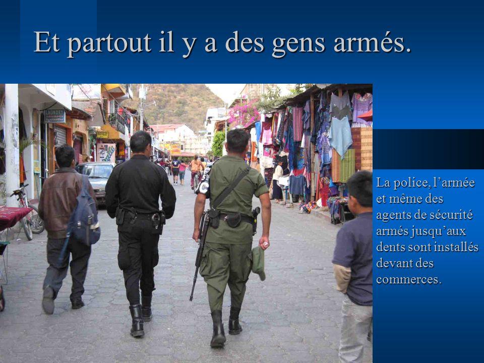 Et partout il y a des gens armés. La police, larmée et même des agents de sécurité armés jusquaux dents sont installés devant des commerces.