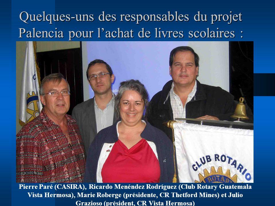 Quelques-uns des responsables du projet Palencia pour lachat de livres scolaires : Pierre Paré (CASIRA), Ricardo Menéndez Rodríguez (Club Rotary Guate