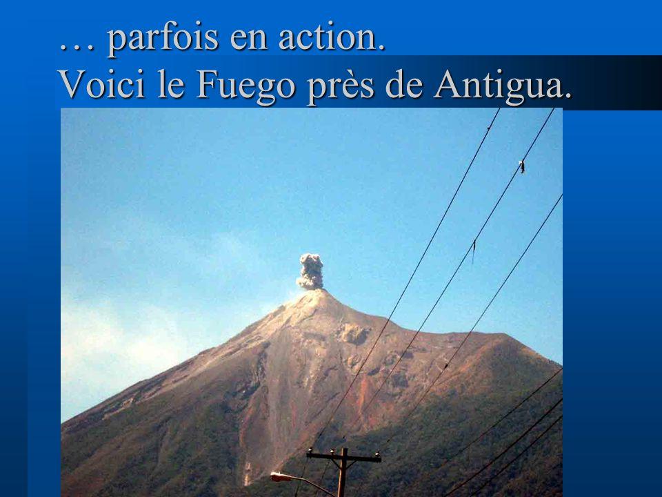 … parfois en action. Voici le Fuego près de Antigua.