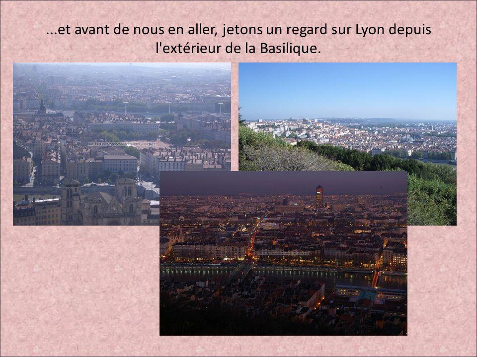 ...et avant de nous en aller, jetons un regard sur Lyon depuis l'extérieur de la Basilique.