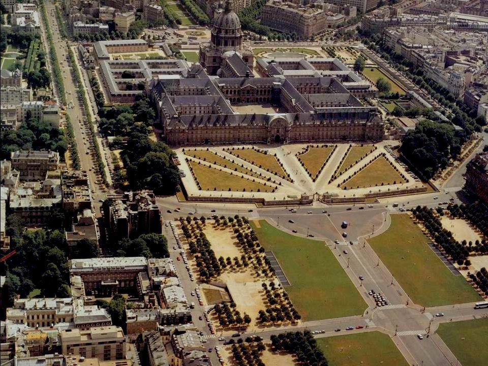 Cet ensemble des Invalides est le symbole même de larchitecture classique dans sa perfection. « L Hôtel Royal des Invalides », construit de 1871 à 187