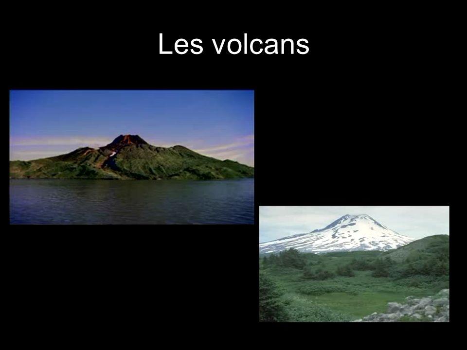 9 Le mouvement des plaques tectoniques expliquent les phénomènes qui modifient le relief comme : Les volcans La formation des montagnes Les tremblemen