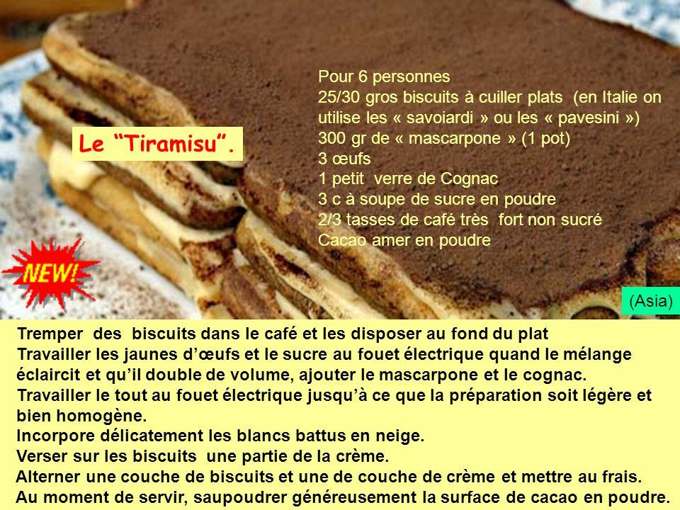 Tremper des biscuits dans le café et les disposer au fond du plat Travailler les jaunes dœufs et le sucre au fouet électrique quand le mélange éclairc