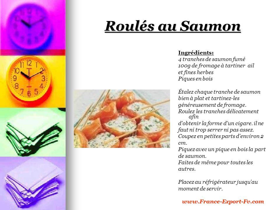 Roulés au Saumon Ingrédients: 4 tranches de saumon fumé 100g de fromage à tartiner ail et fines herbes Piques en bois Étalez chaque tranche de saumon bien à plat et tartinez-les généreusement de fromage.