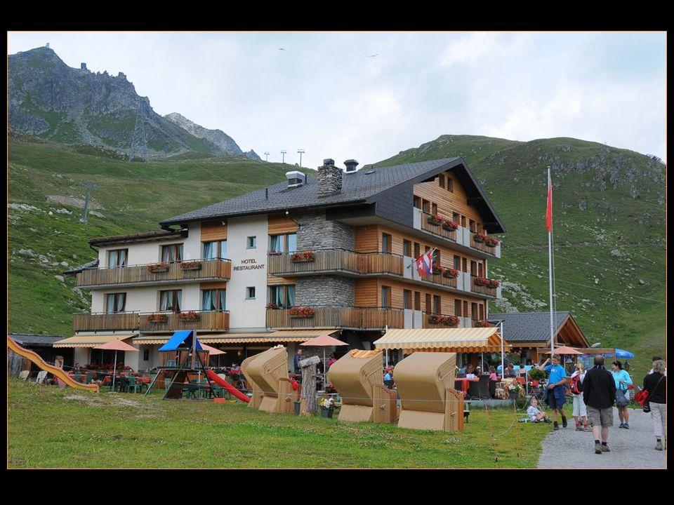 pause à la terrasse de lhôtel restaurant Alpina