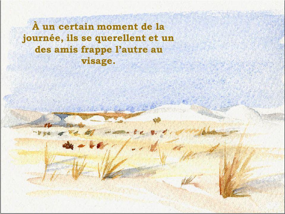 Celui qui a été frappé au visage, sans dire un mot, écrit sur le sable: « AUJOURDHUI, MON MEILLEUR AMI MA FRAPPÉ AU VISAGE.