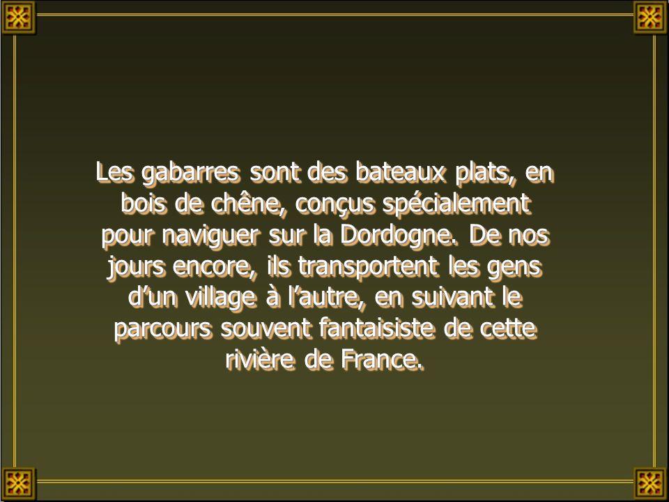 Les gabarres sont des bateaux plats, en bois de chêne, conçus spécialement pour naviguer sur la Dordogne.