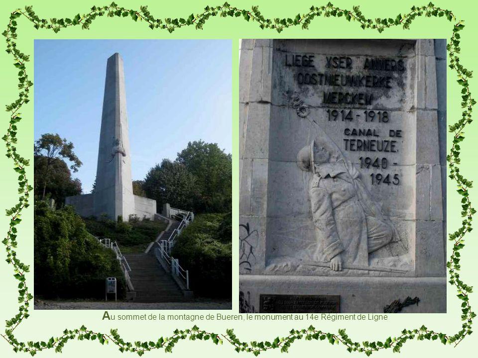 A u sommet de la montagne de Bueren, le monument au 14e Régiment de Ligne