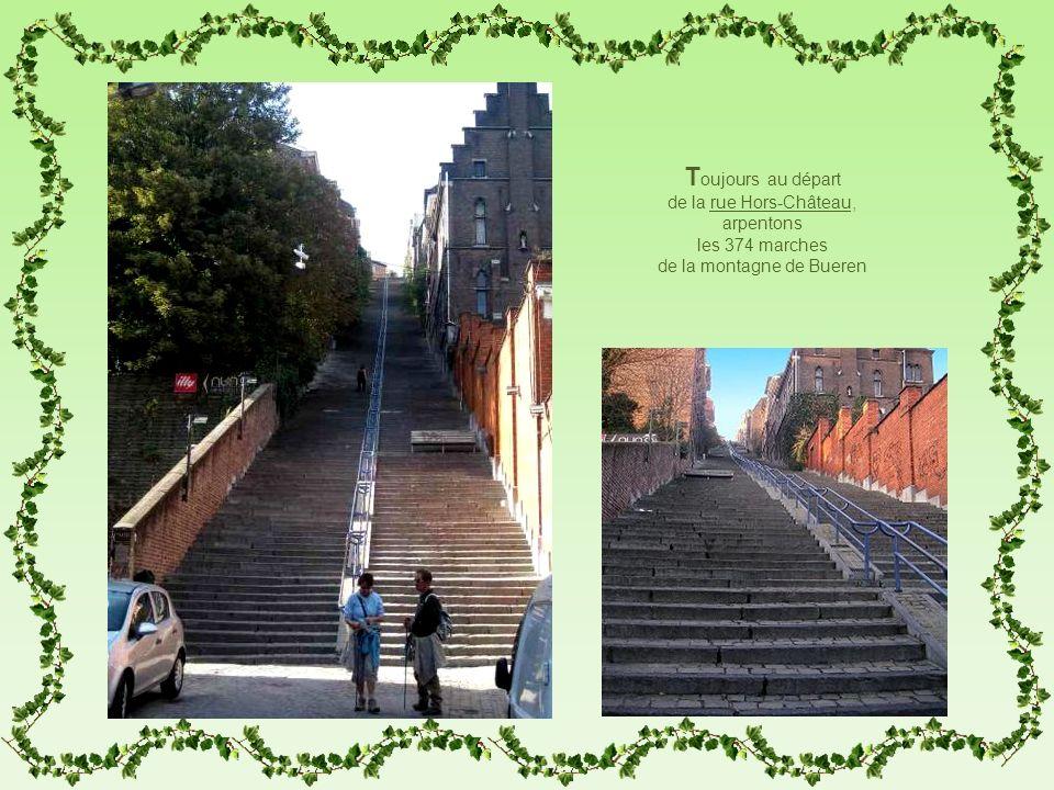 T oujours au départ de la rue Hors-Château, arpentons les 374 marches de la montagne de Bueren