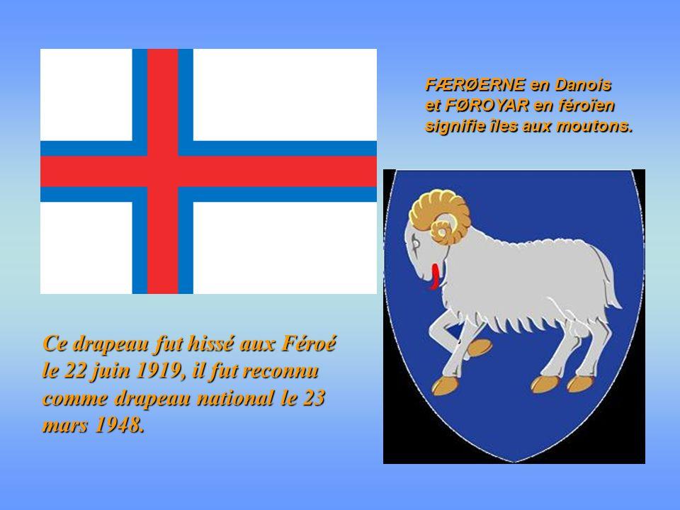 Ce drapeau fut hissé aux Féroé le 22 juin 1919, il fut reconnu comme drapeau national le 23 mars 1948.