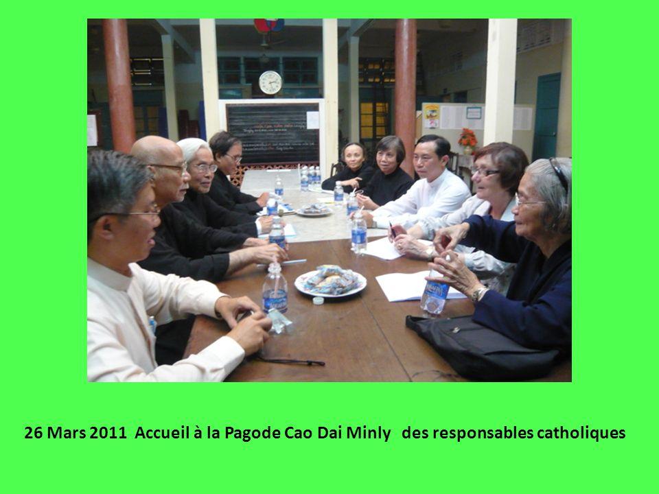 26 Mars 2011 Accueil à la Pagode Cao Dai Minly des responsables catholiques