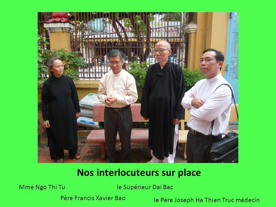 Mme Ngo Thi Tu le Père Joseph Ha Thien Truc médecin Père Francis Xavier Bao le Supérieur Dai Bac Nos interlocuteurs sur place