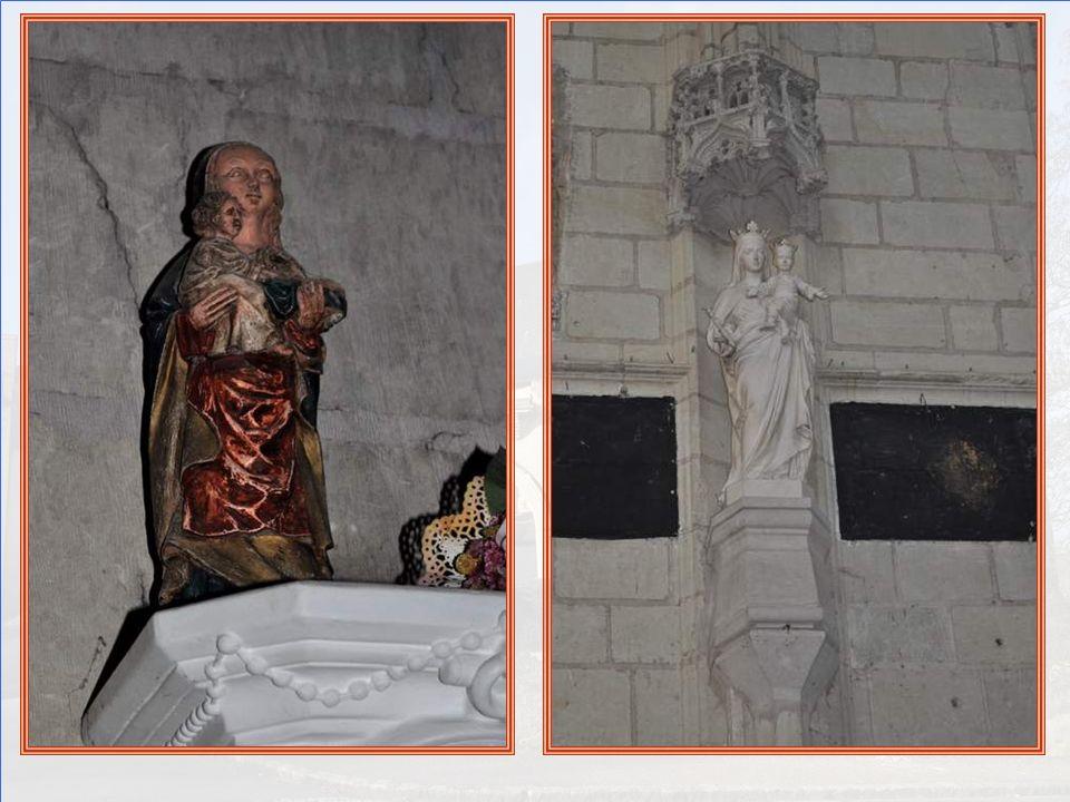 Partout des statues de la Vierge, sur- prenantes et dans des endroits surprenants : ici, en haut de cette belle tribune…