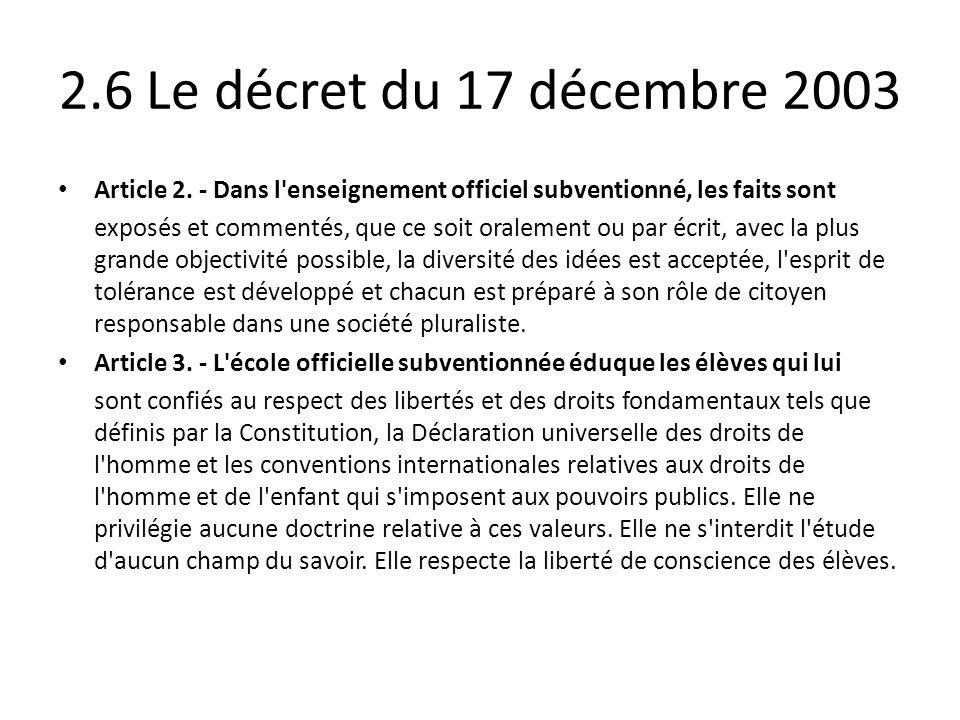 2.6 Le décret du 17 décembre 2003 Article 2. - Dans l'enseignement officiel subventionné, les faits sont exposés et commentés, que ce soit oralement o