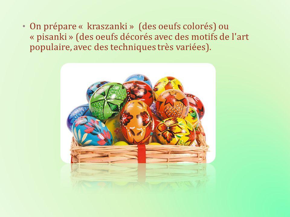 On prépare « kraszanki » (des oeufs colorés) ou « pisanki » (des oeufs décorés avec des motifs de l'art populaire, avec des techniques très variées).