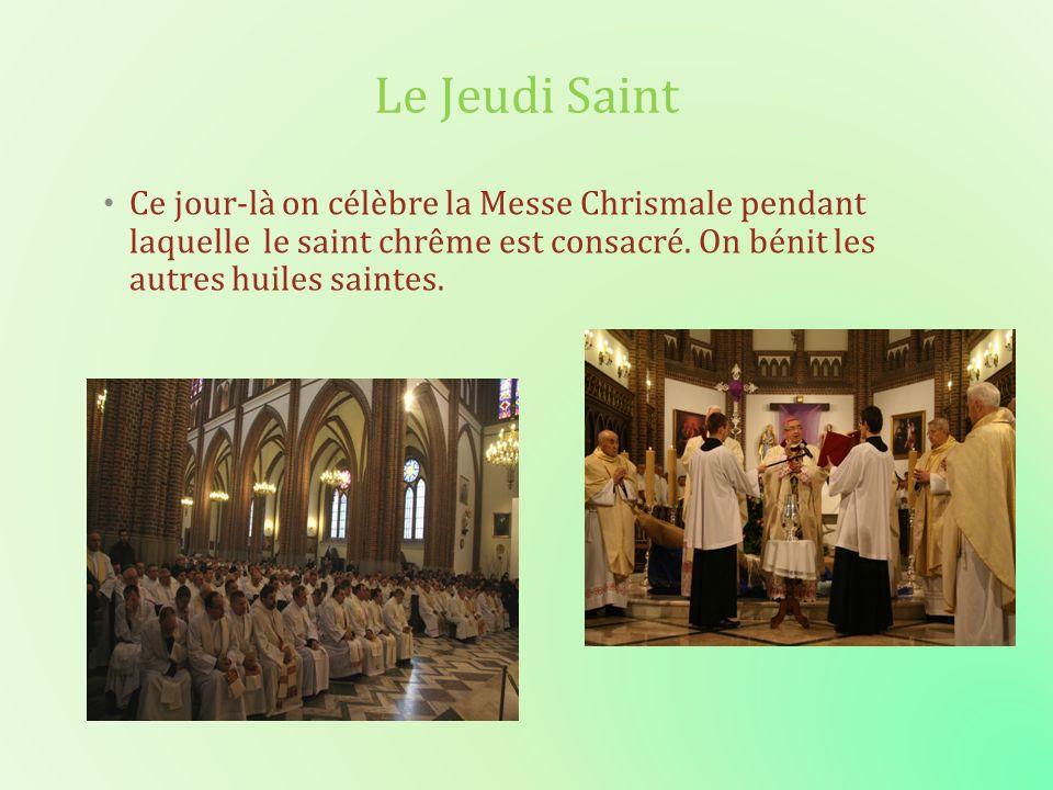 Le Jeudi Saint Ce jour-là on célèbre la Messe Chrismale pendant laquelle le saint chrême est consacré. On bénit les autres huiles saintes.