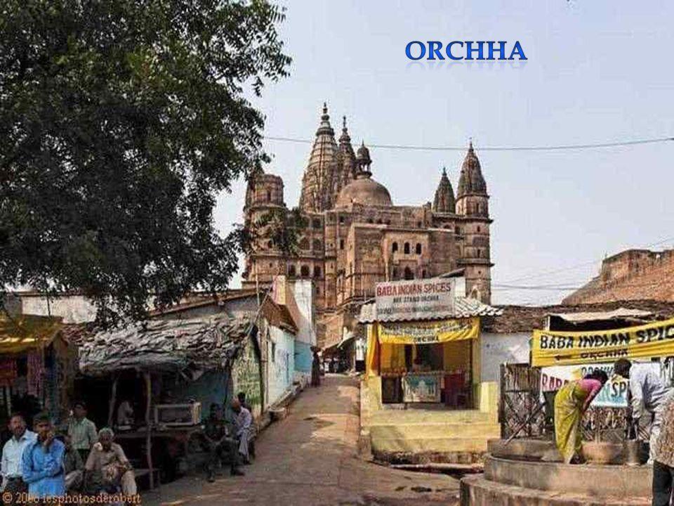 Orchhâ est une petite ville de l'Uttar Pradesh qui était la capitale de l'état princier du même nom. La ville se trouve à une dizaine de kilomètres au