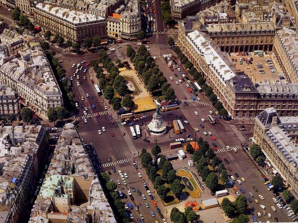 La Place de la République est une création dHaussmann qui fait aménager, à partir de 1854, ce vaste espace afin de désamorcer les quartiers populaires de lEst parisien, trop remuants à son gré.