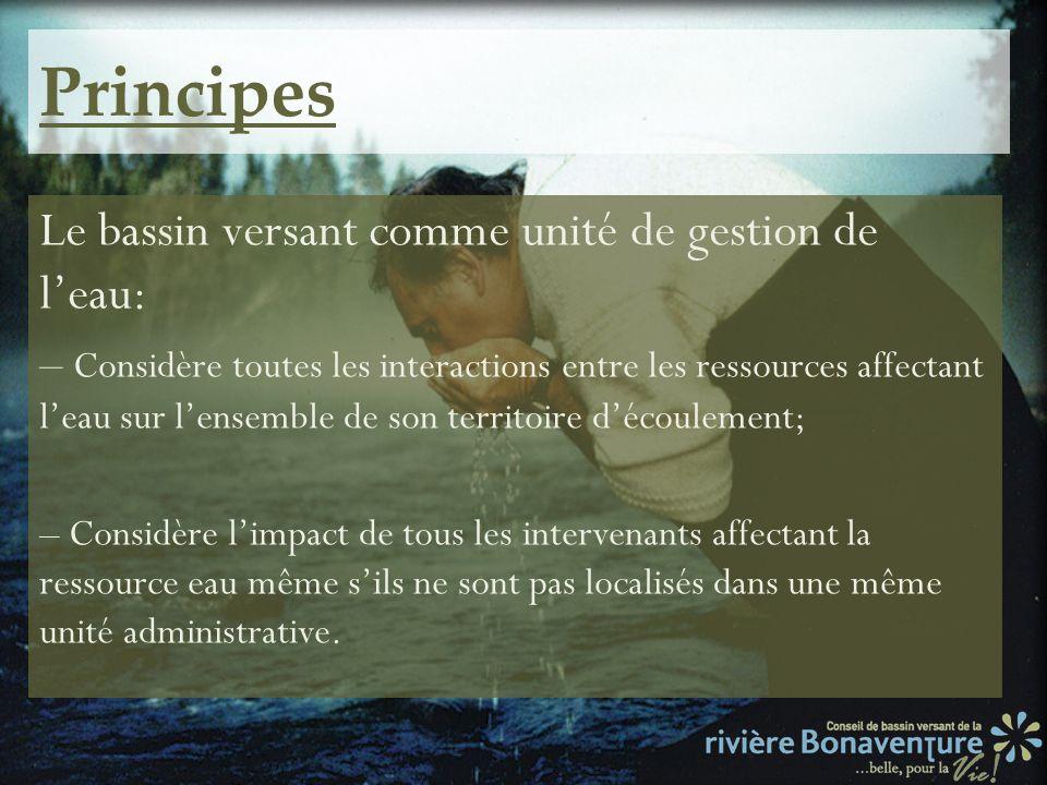 Principes Le bassin versant comme unité de gestion de leau: – Considère toutes les interactions entre les ressources affectant leau sur lensemble de s