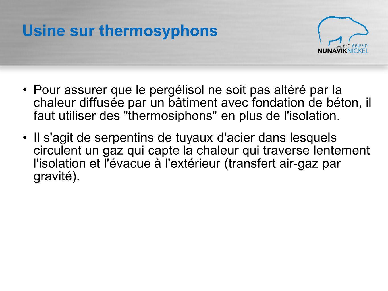 Usine sur thermosyphons Pour assurer que le pergélisol ne soit pas altéré par la chaleur diffusée par un bâtiment avec fondation de béton, il faut utiliser des thermosiphons en plus de l isolation.