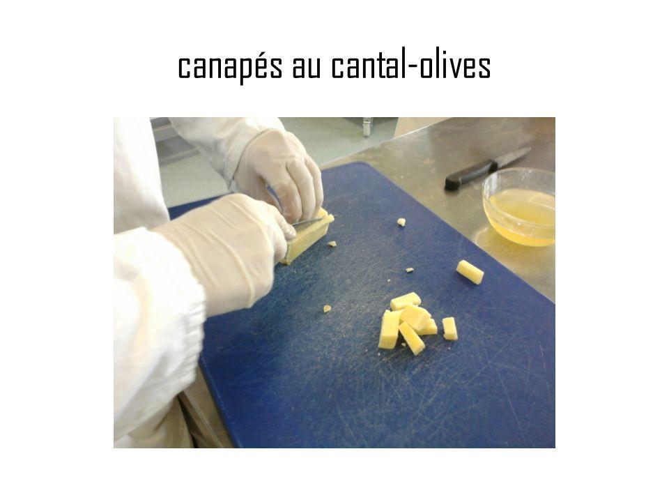 canapés au cantal-olives