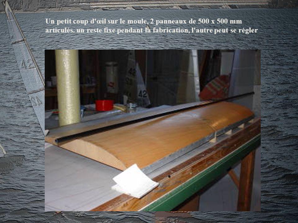 Un petit coup d'œil sur le moule, 2 panneaux de 500 x 500 mm articulés. un reste fixe pendant la fabrication, l'autre peut se régler