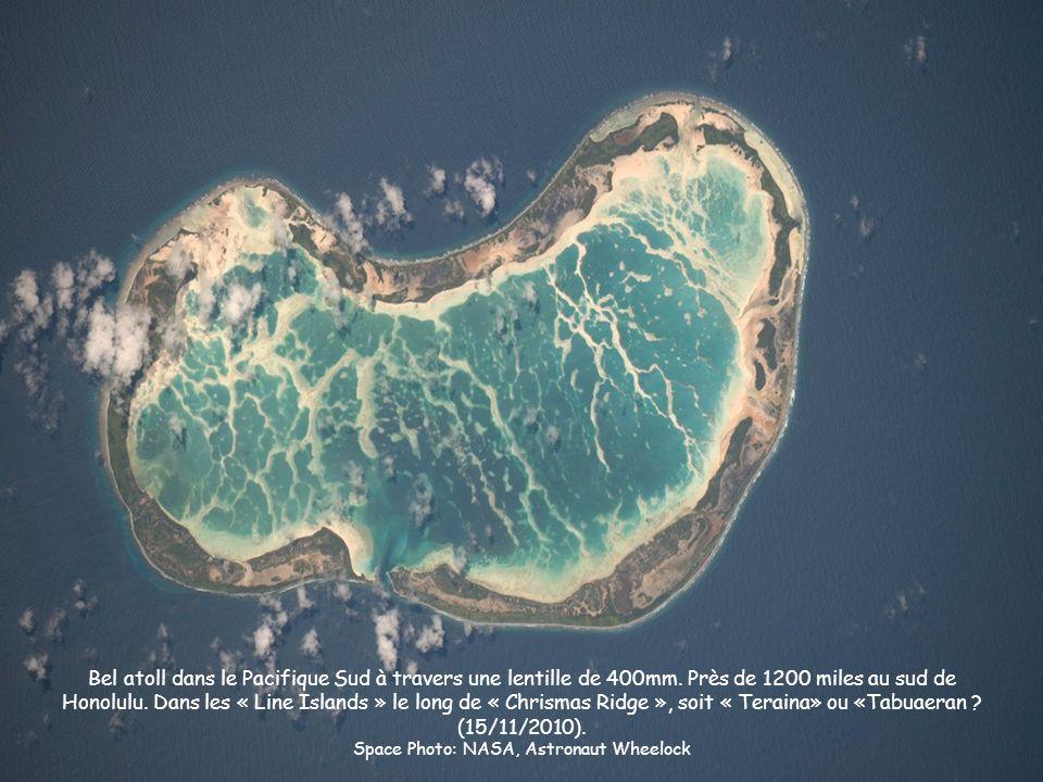 Bel atoll dans le Pacifique Sud à travers une lentille de 400mm. Près de 1200 miles au sud de Honolulu. Dans les « Line Islands » le long de « Chrisma