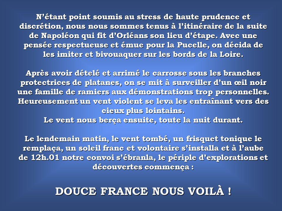 « Le 3 juillet, à quatre heures du matin, Napoléon parut sur le perron de la préfecture et malgré les cris de Vive lEmpereur .