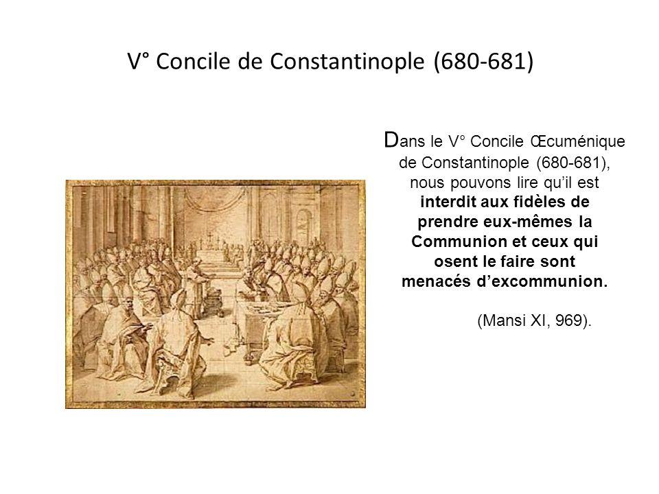 Concile de Rouen - - - - - - - - - - - - Le Concile de Rouen (650) déclare : «Ne mettez pas lEucharistie dans les mains dun laïc ou dune laïque, mais
