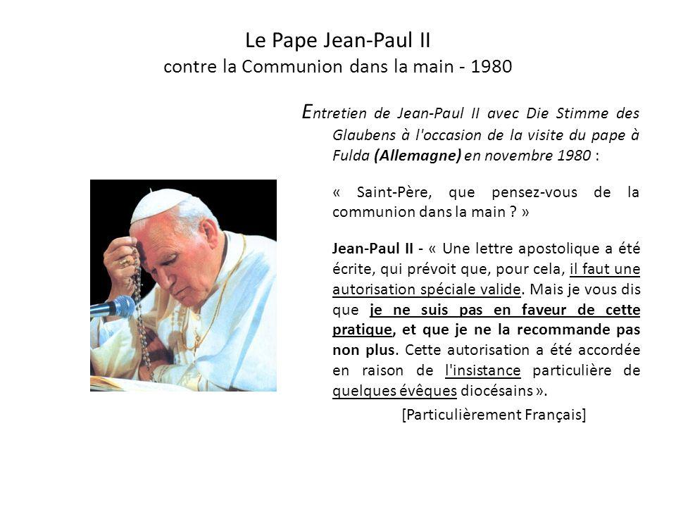 Jean-Paul II en 1980 et 2004 L e pape Jean-Paul II, lors de son premier voyage en France, en juin 1980, a refusé la Communion dans la main, y compris