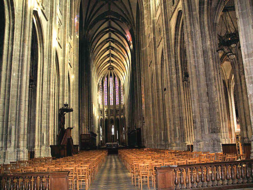 La base de ce rempart date du IVe siècle, sa partie supérieure de lépoque carolingienne. Durant la guerre de Cent Ans, pour se préparer au siège des a