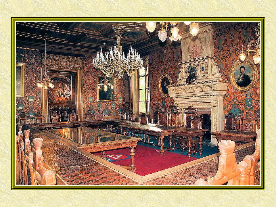 Quelques trésors abrités dans lHôtel Groslot parmi beaucoup dautres, aussi bien des meubles que des tableaux ou tapisseries.