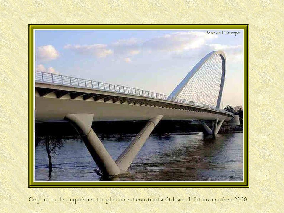 Ce pont, le plus ancien de la ville, inauguré en 1760 par la marquise de Pompadour, succéda au pont des Tourelles. Pont George V ou pont Royal