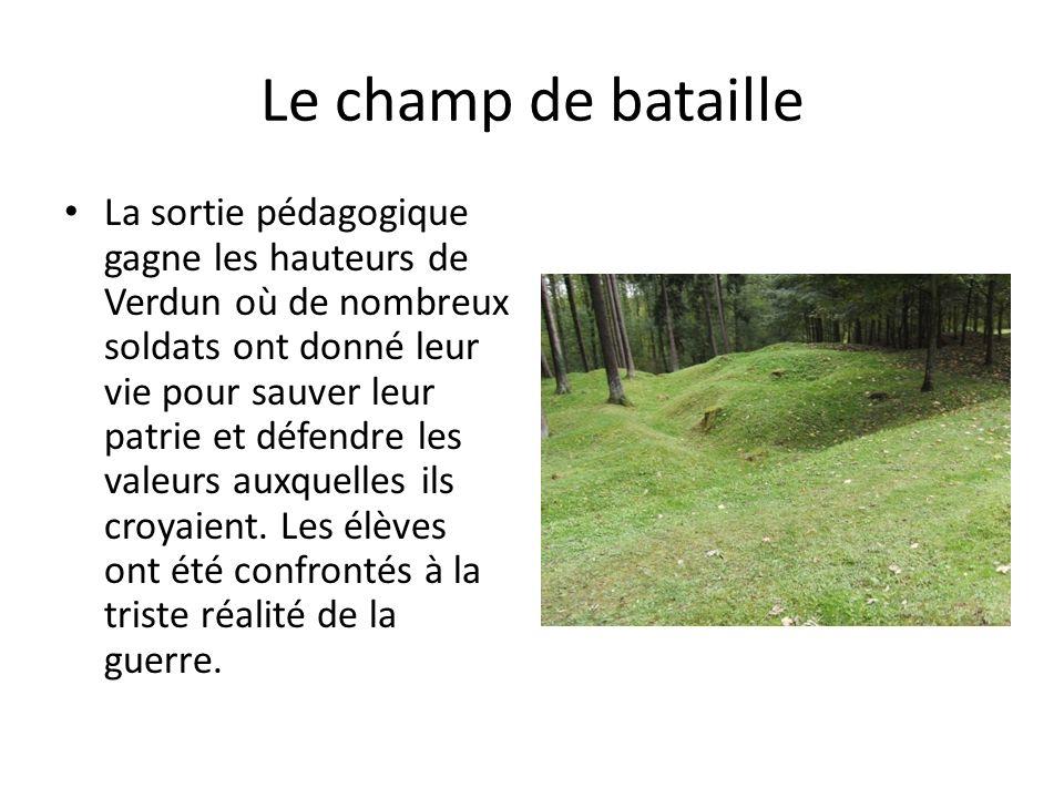 Le champ de bataille La sortie pédagogique gagne les hauteurs de Verdun où de nombreux soldats ont donné leur vie pour sauver leur patrie et défendre