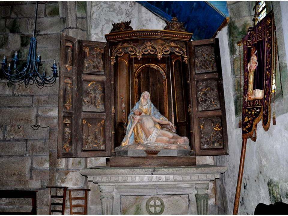 La décoration du jubé est très particulière et originale, absolument différente de ce que nous avons pu voir dans les autres lieux saints.