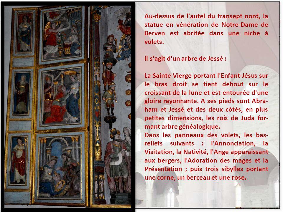 Les portes riche- mernt sculptées du petit oratoire de la Pieta. C'est un ensemble magnifique, im- pressionnant. Sur la diapo suivante, un autre trypt