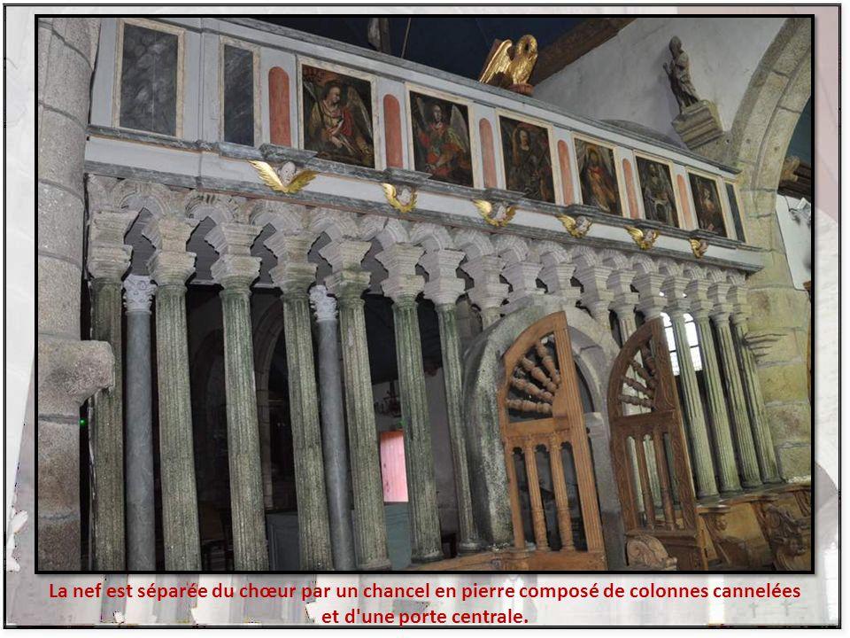 Au-dessus de l'autel du transept nord, la statue en vénération de Notre-Dame de Berven est abritée dans une niche à volets. Il s'agit d'un arbre de Je