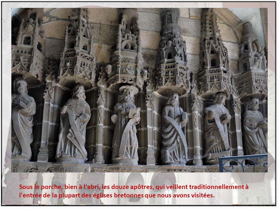 Le clocher, dont on aperçoit mal les détails ici, est né d une rencontre décisive entre les artisans de Sizun et les paroissiens.