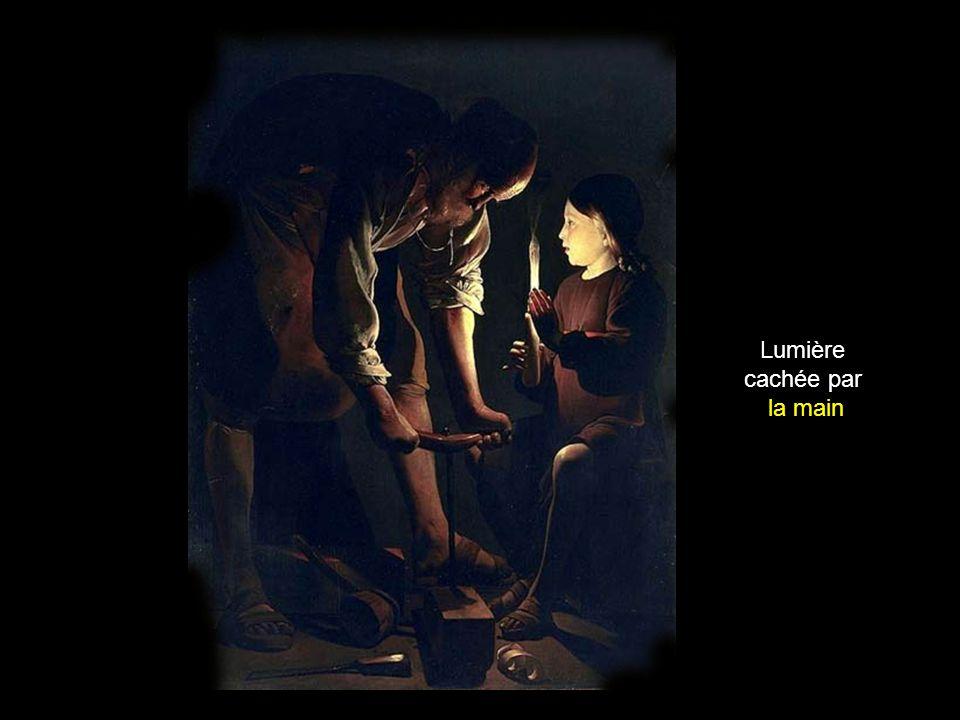 Lumière cachée par larmature de la lanterne