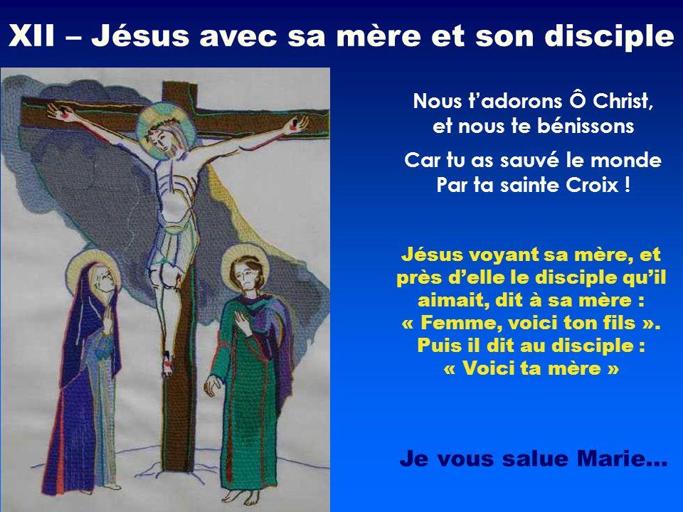 Jésus voyant sa mère, et près delle le disciple quil aimait, dit à sa mère : « Femme, voici ton fils ». Puis il dit au disciple : « Voici ta mère » No