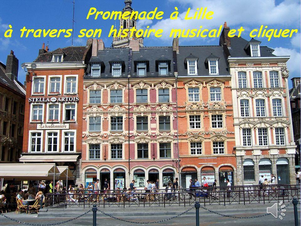 La Place Rihour est bordée dautres maisons représentatives de la Renaissance Flamande (fin XVII ème siècle.)