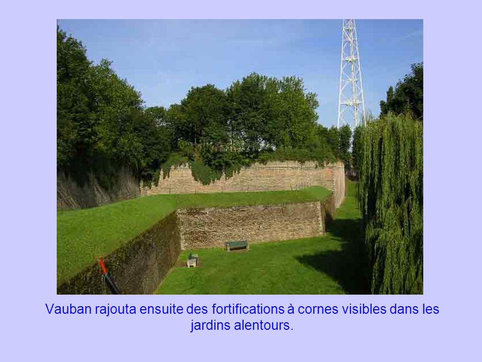 Vauban rajouta ensuite des fortifications à cornes visibles dans les jardins alentours.