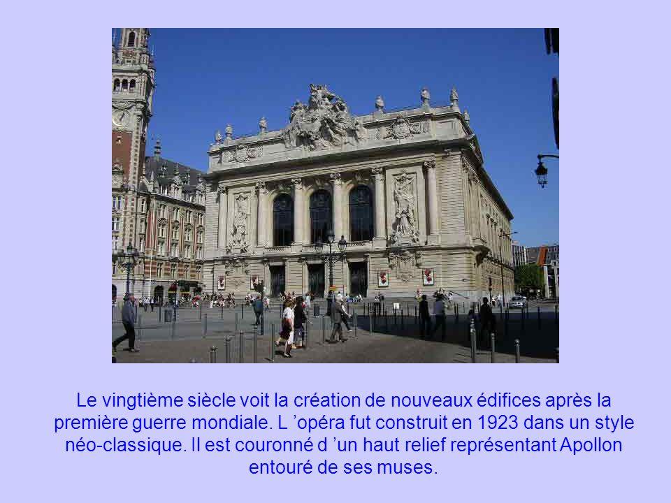 Le vingtième siècle voit la création de nouveaux édifices après la première guerre mondiale. L opéra fut construit en 1923 dans un style néo-classique