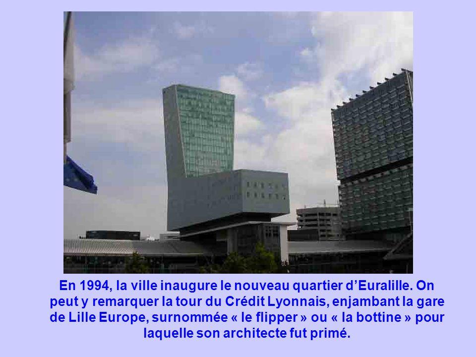 En 1994, la ville inaugure le nouveau quartier dEuralille. On peut y remarquer la tour du Crédit Lyonnais, enjambant la gare de Lille Europe, surnommé